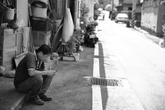 Focusing on the Phone! (superzookeeper) Tags: formosa 5dmk4 5dmkiv canoneos5dmarkiv ef2470mmf28liiusm eos digital taiwan tw hsinchu beipu oldtown blackandwhite bnw monochrome oldtownbeipu street people phone bokeh