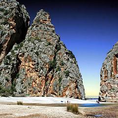Sa Calobra, Mallorca, España (pom.angers) Tags: canoneos400ddigital april 2013 spain mallorca majorca balearicislands mediterraneansea sacalobra beach sea river cliff cliffs mountains españa 100 200 300 400 5000