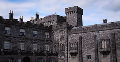 Castle (Thomas Verleene) Tags: castle castles kilkenny chateau château chateaux châteaux bâtiment batiment structure architecture canon dslr 1855mm 1855 1300d perspective amateur amateurs eos eire irlande ireland