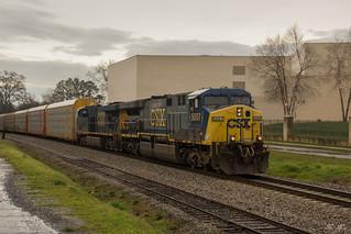 CSX Q211 at Cartersville