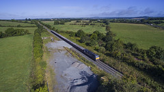 077 on Tara mines train near Beauparc  30-Aug-17 (metrovick) Tags: irishrail iarnrodeireann ie071class ie077 railroad railway railwaymeath taramines freighttrain oretrain emd emdexportloco jt22cw