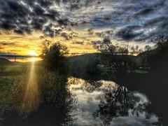 Sonnenuntergang am Neckar (Blende2,8) Tags: neckarbrücke himmelwolken wolken neckartal reutlingen wald bäume flus neckar sonnenuntergang himmel badenwürttemberg deutschland iphone
