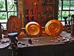 Kunsthandwerk (diarnst) Tags: handwerk craft messing brass indoor kunst art werkstatt workshop