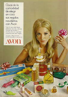 1970 Christmas Ad, Avon Fragrances & Beauty Products, with Beautiful Blonde Woman (lengua española revista)
