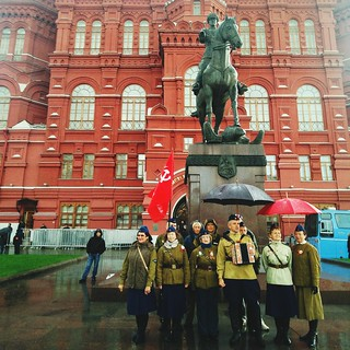 Military Uniform Large Group Of People History Army Men Architecture War City Built Structure Army Soldier Parade Building Exterior Pride Uniform Military Statue Outdoors Soviet Politics And Government Russia Moscow Moscow City Politics Soviet Union
