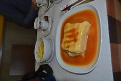 Francesinha dum café em Lisboa (120FAITH_3608) (Janko Hoener) Tags: francesinha lisboa essen comida lissabon portugal