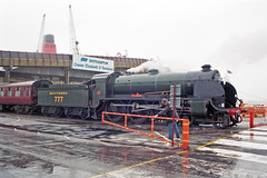 Overlord+50 : 777 + train departing from So'ton E Docks, 4 June 1994 (Ian D Nolan) Tags: railway railtour 35mm om40 epsonperfectionv750scanner dday southamptondocks n15 lswr sr 777 460z