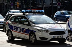 Police Paris - TV USOC (Arthur Lombard) Tags: police policedepartment policecar policestation nikon nikond7200 usoc dopc 112 17 911 999 led lightbar bluelight emergency ford fordfocus paris