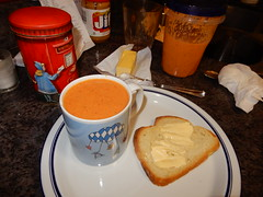 tomato soup with butter-bread (Just Back) Tags: tomato mug fresh taste oktoberfest cup bread crust butter plate teller kitchen counter home bavaria bayern