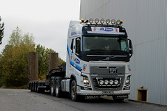 AB 2000 Ltd Heavy Haulage Volvo FH 750 6 X 2 ( STGO CAT3) KM64NLV taken at Kilmarnock. (Malcie Man) Tags: ab 2000 heavy haulage volvo fh 750 6 x 2 km64nlv taken kilmarnock bellfield interchange