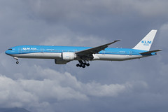 PH-BVB_777-306_KLM_CYVR_2245 (Mike Head - Jetwashphotos) Tags: boeing 777 777300 777306er kl klm royaldutchairlines yvr cyvr vancouverinternationalairport richmond bc britishcolumbia canada westerncanada westernregion
