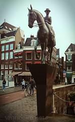 Walking in Amsterdam... (vmribeiro.net) Tags: amesterdão holanda amsterdam amsterdao hollande netherlands nederlands pays bas street walking sony z1 sonyz1 queen wilhelmina rainha guilhermina