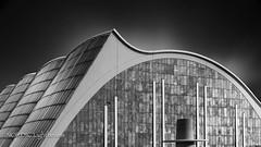 Visual Rhythm I - THE WAVE (NORDIC Lightbeams) Tags: ed1240mmf28 architektur deutschland hamburg schwarzweis grosmarkt centralwholesalemarket germany norddeutschland northgermany olympuszuiko stadt architecture bw blackandwhite city mft microfourthirds