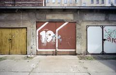 19. (wojszyca) Tags: contax g2 zeiss biogon 21mm kodak vision3 50d c41 gate typography number 19 urban decay city garage wrocław graphic