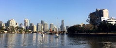 Heading up the Brisbane River, looking for a mooring...