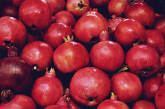 Granatäpfel (!Claro) Tags: ramallah westbank westjordanland palästina israel food market orient fruits granatäpfel pomegranate palestine red rot colour