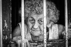 Cuba-4053 (helenea-78) Tags: auteurcuba cuba monochrome pays personnes portrait trinidad femme fenetre