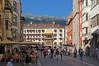 Innsbruck - Altstadt (18) - Goldenes Dachl (Pixelteufel) Tags: innsbruck tirol tyrol österreich austria tourismus architektur fassade gebäude altstadt innenstadt city stadtmitte stadtkern historisch restauriert erneuert goldenesdachl residenz geschäft geschäftshaus laden einkaufen shop shopping erker fusgängerzone strasencafé felsen felswand felsgestein gebirge bergwelt wald waldgebiet waldbestand baumbestand gotik gotisch