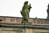Schloss Ludwigslust: Rudolf Kaplunger (1746 - 1795) Artillerie (weibliche Figur neben Kanone) (Corno3) Tags: allegorie sandstein figur ludwigslust schloss attika kaplunger mecklenburgvorpommern deutschland de