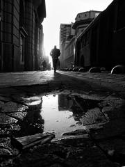 Santiago de Chile (Alejandro Bonilla) Tags: santiago chile street city urban bw blancoynegro bn blackandwhite black urbano urbana urbe urbex u sony santiaguinos santiagodechile sam streetphotography santiagochile regiónmetropolitana universitarios minolta monocromo monocromatico manuelalejandrovenegasbonilla negro atardecer santiagocentro sonya290 alfa a290