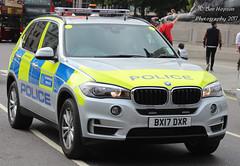 BX17 DXR (Ben - NorthEast Photographer) Tags: metropolitan police bmw x5 armed response vehicle patrolling trafalgar square met bx17dxr arv