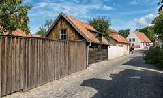 Street view, Visby, Gotland (Gösta Knochenhauer) Tags: nik panasonic lumix fz1000 dmcfz1000 visby gotland sverige sweden schweden suède svezia suecia p9120388nik p9120388 2017 august urban street view house building