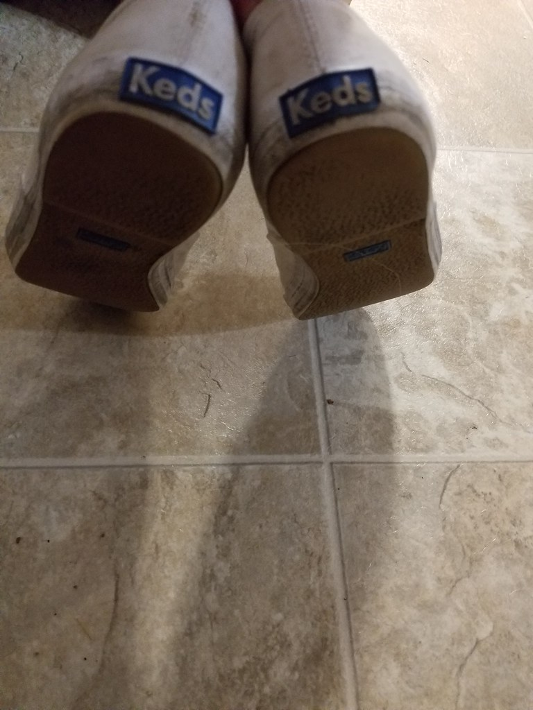 Peeing in her keds