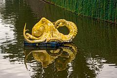 Octopus (fotofrysk) Tags: octopus sculpture artistviktorpalus vltavariver slovanskyisland reflection water newtown staremesto easterneuropetrip prague praha czechrepublic afsnikkor703004556g nikond7100 201709216762