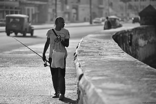 Fisherman on the Malecón (La Habana, Cuba)