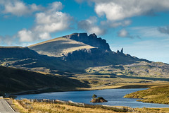 Old Man of Storr (Maximilian Kauß) Tags: 2017 canon eos 650d uk scotland schottland sommer summer schönwetterfotograf efs18135mm stm dslr fotogeilo allesfürdasfoto sky urlaub holiday travel traveling raw reise grosbritannien vereinigtes königreich united kingdom great britain evening abend wolken clouds schlechtes wetter mountain landscape landschaft nature natur see wasser berg f3556 is himmel abhang sea felsen highland highlands hochland von schottisches old man storr rock isle skye gras meer bucht wald street strase