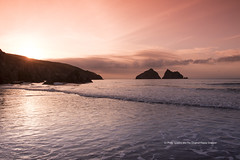 Holywell Bay (The Original Happy Snapper) Tags: holywell bay sea sunset water gullrock clouds pink
