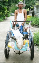recycle man and his cart (the foreign photographer - ฝรั่งถ่) Tags: young recycle man cart hat apron skull khlong thanon portraits bangkhen bangkok thailand canon kiss
