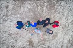 Flickeros desde lo alto. (oscanpa ( Oscar )) Tags: maría antón pedro xicu berto juan toni oscar calad´hort nubes medialuna colores transparéncias muybuendía fotográfico drón experimental genial fotodegrupo desdeloalto pezenlaexplanada 12octubre2017 fiestaenespaña laboralporquequieren encataluña