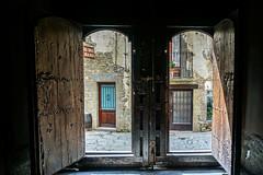 Salida (alcahazada) Tags: puerta salida luz sombra iglesia gerona door exit light shadow church