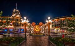 Happy Halloween 2017 (Justin in SD) Tags: disney disneyland mickey halloween halloweentime mickeypumpkin jackolantern mainstreet emporium