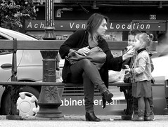 """ T'En as Partout...!"" (The Blue Water Lily's Company) Tags: fdrouet nb bw monochrome monochrom enfant child mother mère rue street morlaix bretagne brittany breton"