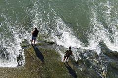 Los pescadores (portalealba) Tags: zaragoza aragon españa spain ebro puente agua portalealba canon eos1300d