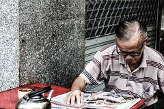 Lord with his coffee and his newspaper. (Smaffro) Tags: thai thailand lord coffee newspaper morning travel traveling bangkok person people street streephotografy streetphotografer old canon 1300d canon1300d world