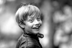 """""""My universe is my eyes and my ears. Anything else is hearsay.""""  ― Douglas Adams, The Restaurant at the End of the Universe (icarium82) Tags: canoneos5dmarkiv canonef85mmf12liiusm portrait smile monochrome child bw bnwblackandwhiteblackwhitewhiteandblackwnbschwarzweis face lächelnlaughter bokeh people family sundaylights"""