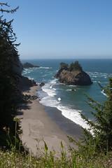Hwy 101 CA-OR July 2018-32 (ntisocl) Tags: 2017 archrockviewpoint canon1dmarkiii canonef2470mmf28lusm hwy101 oregon oregoncoasthwy oregoncoast pacificnorthwest pacificocean coastline roadtrip rockybeach waves