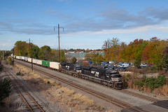 NS EMD SD70ACe #1095 @ Oxford Valley, PA (Darryl Rule's Photography) Tags: 2017 24k buckscounty cpjohn catenary diesel diesels emd eastbound fall freight freightcar freighttrain freighttrains ge intermodal morrisvilleline morrisvilleyard ns norfolksouthern october oxfordvalley pa pc prr penncentral pennsy pennsylvania pennsylvaniarailroad railroad railroads sd70ace sun sunny train trains trentoncutoff