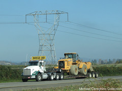 Gresham Transfer Inc. Kenworth T800, Truck# 51-809 (Michael Cereghino (Avsfan118)) Tags: gresham transfer inc kw kenworth t800 t 800 daycab oversize load hyundai front end loader tractor lowbot trucking
