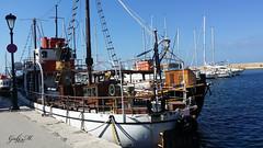 Kreta-Rethymon (gabimartina) Tags: kreta creta griechenland landschaft natur hafen habor wasser mittelmeer schiffe lampe