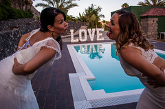 I kissed a girl and I eloped! 562 (graffitiplanet) Tags: boda grancanaria chicas couple eloped girls pareja