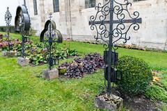 Stift Heiligenkreuz (Anita Pravits) Tags: cistercians friedhof heiligenkreuz kloster loweraustria niederösterreich stiftheiligenkreuz wienerwald zisterzienser abbey cemetary