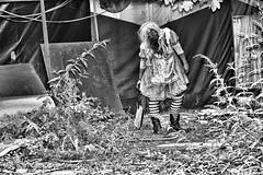 Halloween 2017 (Kurt Gritzan) Tags: gelsenkirchen nordrheinwestfalen nrw halloween geister zombie germany deutschland nikon nikond7100 d7100 kurt65 kurtgritzan gespenster party spas halloweengelsenkirchen portrait zombi tod blut halloweenhaus gruselspas gruselspasingelsenkirchen angst schrecken zombies horrow blood halloweeningelsenkirchen erschrecker menschen spass kostüme schminke verkleiden tv skull makeup dead scary art girl skullpainting dayofthedead schminken gespensterschminken girls sepia halloween2017 horror scare fright dread anxiété panic terreur gelsenkirchen2017 kultur monochrome monochrom blackwhite duisburg zombiewalk