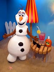 Olaf (meeko_) Tags: olaf snowman frozen characters disneycharacters celebrityspotlight echolake disneys hollywood studios disneyshollywoodstudios themepark walt disney world waltdisneyworld florida