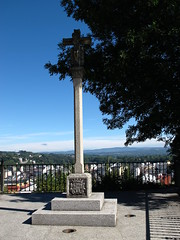 Cruceiro / Cross (Rafa Gallegos) Tags: galicia sarria lugo españa spain peregrinos pilgrims santiago cruceiro cross piedra stone caminodesantiago santiagosroad