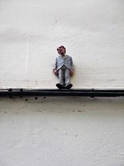 Isaac Cordal / Bruxelles - 3 okt 2017 (Ferdinand 'Ferre' Feys) Tags: bxl brussels bruxelles brussel belgium belgique belgië streetart artdelarue graffitiart graffiti graff urbanart urbanarte arteurbano ferdinandfeys isaaccordal cementeclipses