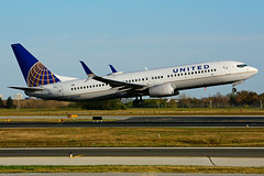 N33209 (United Airlines) (Steelhead 2010) Tags: unitedairlines boeing b737800 b737 yyz nreg n33209